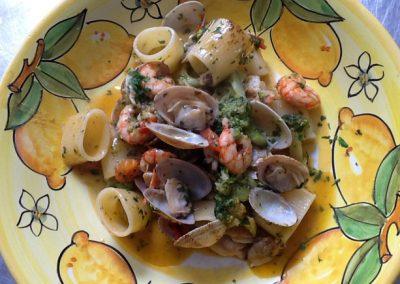 Mezzi paccheri di Gragnano with clams, shrimp and broccoli